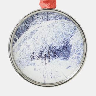 Verbiegende Niederlassungen nach dem Eissturm Rundes Silberfarbenes Ornament