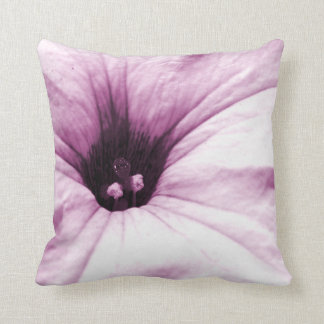 Verblaßtes lila Blumenmakrobild Kissen
