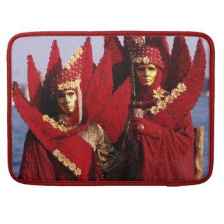 Verdeckte Paare mit roten Karnevals-Kostümen Sleeve Für MacBooks