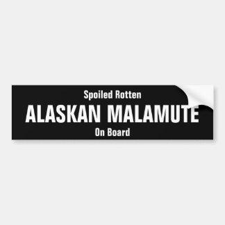 Verdorbener fauler alaskischer Malamute an Bord Autoaufkleber