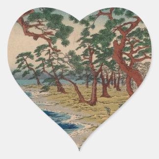 Verdrehte Bäume durch das Ufer Herz-Aufkleber