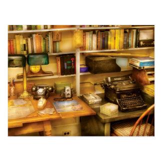 Verfasser - der Schreibtisch eines Verfassers Postkarte