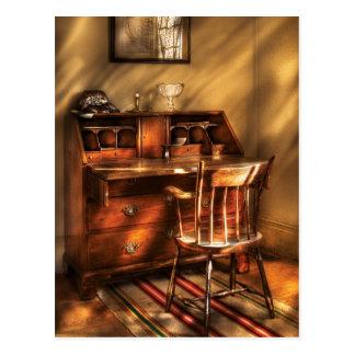 Verfasser - ein Stuhl und ein Schreibtisch Postkarte