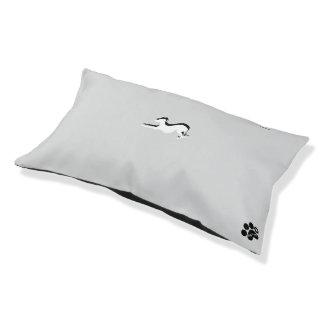 Verfolgen Sie Bett, mit einem Windhund auf ihm Haustierbett