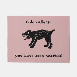 Verfolgt kalte Anruferfußmatte Türmatte