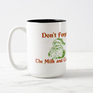 Vergessen Sie nicht Milch und Plätzchen Zweifarbige Tasse