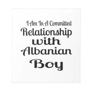 Verhältnis zum albanischen Jungen Notizblock