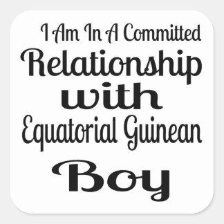 Verhältnis zum äquatorialen guineischen Jungen Quadratischer Aufkleber