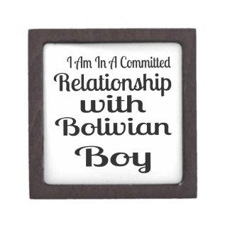 Verhältnis zum bolivianischen Jungen Schachtel