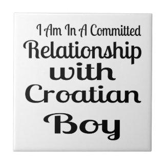 Verhältnis zum kroatischen Jungen Fliese