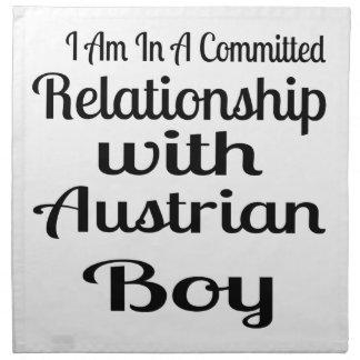 Verhältnis zum österreichischen Jungen Serviette