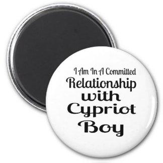Verhältnis zum zypriotischen Jungen Runder Magnet 5,1 Cm