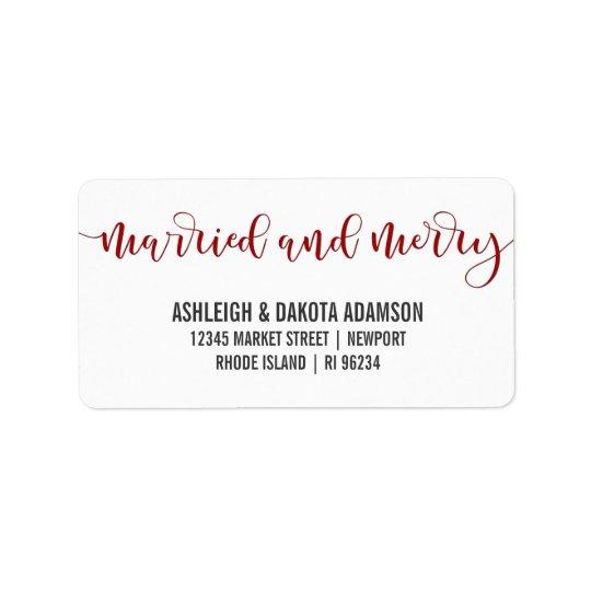 Verheiratetes und fröhliches rotes adressetiketten