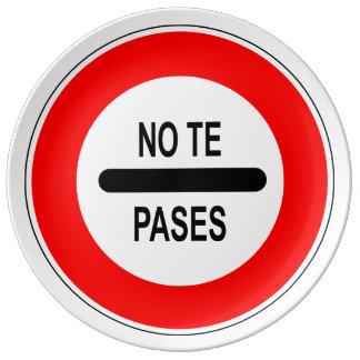 """Verkehrszeichen """"überschreitest dich """" du """"nicht teller"""