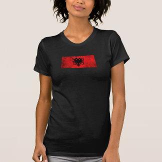 Verkratzte und getragene Vintage albanische Flagge Hemd
