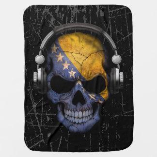 Verkratzter bosnischer DJ-Schädel mit Kopfhörern Puckdecke