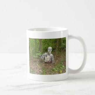 Verlassen im Wald Kaffeetasse