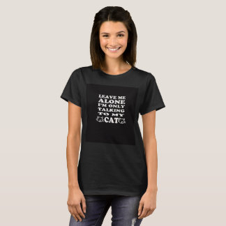 Verlassen Sie mir allein mich sprechen nur mit T-Shirt