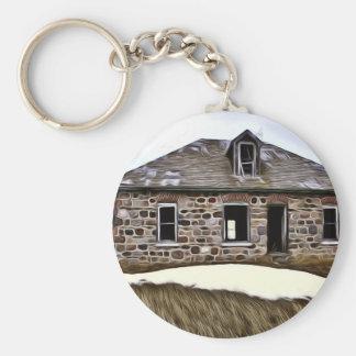 Verlassenes Steinhaus auf dem Grasland Schlüsselanhänger