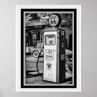 Verlegen Sie 66 B&W Gas-Pumpen-Foto 12 x 16 Poster