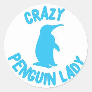 verrückte Pinguindame Runder Aufkleber