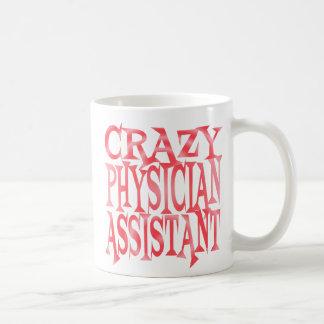Verrückter Arzt-Assistent im Rot Kaffeetasse