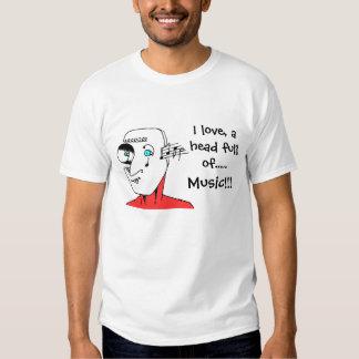 Verrückter Kopf mit musikalischen Anmerkungen und T Shirts