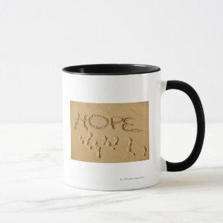 """Versanden Sie Schreiben """"Hoffnung"""" auf dem Strand Tasse"""
