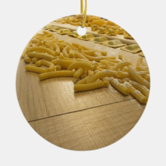 Verschiedene Mischung der frischen italienischen Rundes Keramik Ornament