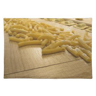 Verschiedene Mischung der frischen italienischen Stofftischset