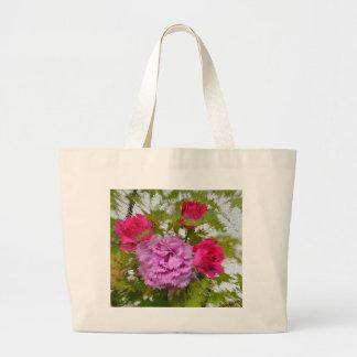 verschiedene Rosen im Ahornbaum , Nahaufnahme, Tragetasche
