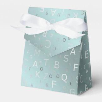 versilbern Sie farbige Buchstaben von a zu z an Geschenkschachtel