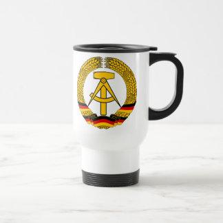 Versinnbildlichen Sie der DDR - nationales Emblem Reisebecher