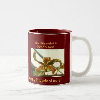 Verspätete Zirkusclown-Orchidee Zweifarbige Tasse