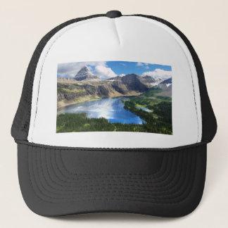 Versteckter See im Glacier Nationalpark Truckerkappe