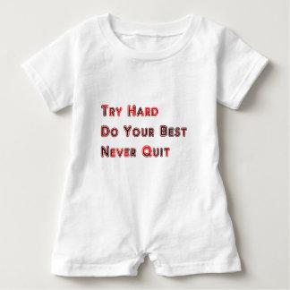 Versuch stark baby strampler