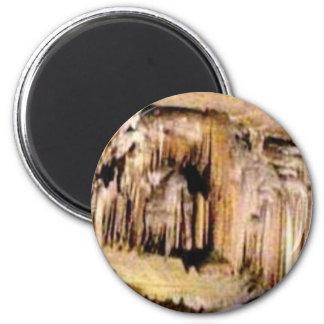 vertikale Linien in den Felsen Runder Magnet 5,7 Cm