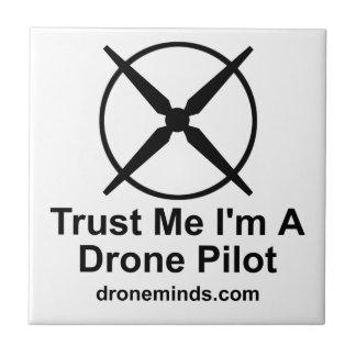 Vertrauen Sie, dass ich ich ein Drohne-Pilot bin Kleine Quadratische Fliese
