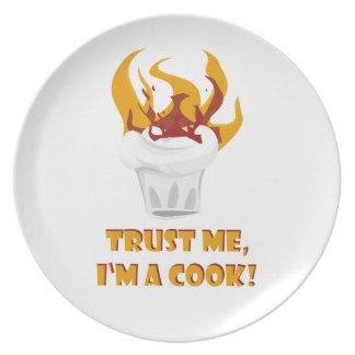 Vertrauen Sie, dass ich ich ein Koch bin! Teller