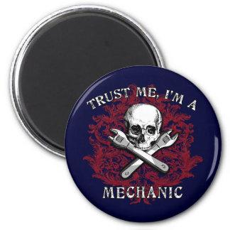 Vertrauen Sie, dass ich ich ein Mechaniker-Kleid,  Runder Magnet 5,7 Cm