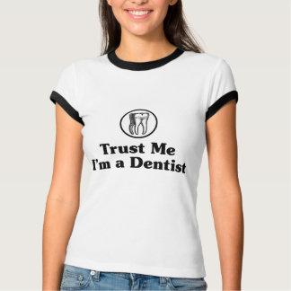 Vertrauen Sie, dass ich ich ein Zahnarzt bin T-Shirt