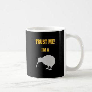 VERTRAUEN Sie, DASS ICH ich EINE KIWI bin Kaffeetasse