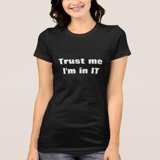 Vertrauen Sie, dass ich ich in ES bin T-Shirt