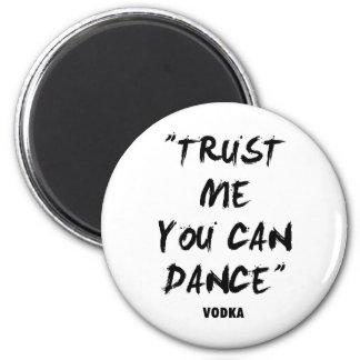 Vertrauen Sie, dass ich Sie - Wodka tanzen kann Runder Magnet 5,1 Cm
