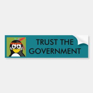Vertrauen Sie der Regierung Penquin Autoaufkleber