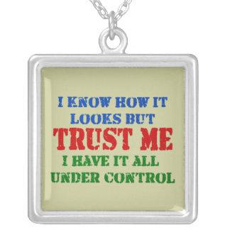 Vertrauen Sie mir - allem unter Kontrolle Versilberte Kette