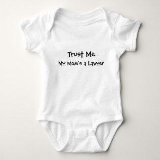 Vertrauen Sie mir, einem Rechtsanwalt meiner Baby Strampler