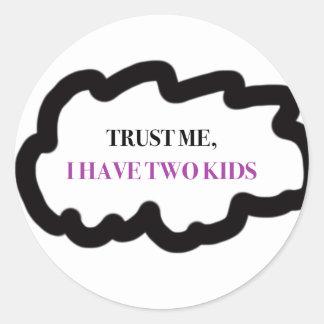 Vertrauen Sie mir, ich haben zwei Kinder Runder Aufkleber