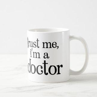 Vertrauen Sie mir, ich sind ein Doktor Mug Tasse