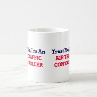 Vertrauen Sie mir, ich sind ein Fluglotse Tasse